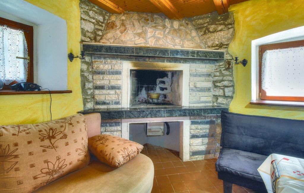 House seaside stonehouse ciu139_living_02